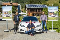 Mit Grüscher Solarstrom CO2-frei durch Graubünden