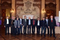 Die Schweizer Gewinner des Europäischen Solarpreises zusammen mit Vertretern der Jury.