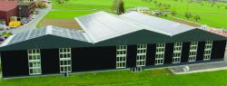 Der Gewerbebau in Gams dient als Büro-, Lager- und Produktionsgebäude